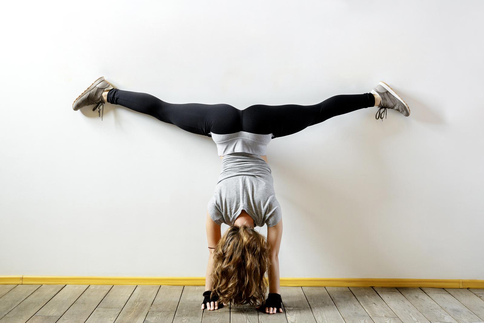 szpagat jak nauczyć się szpagatu ćwiczenia rozciągajace
