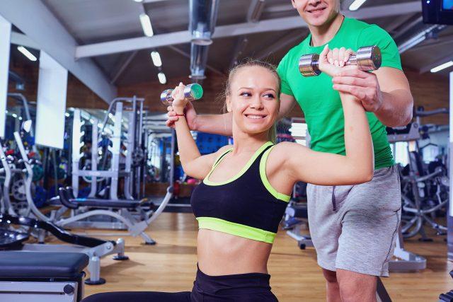 trening na siłowni dla początkujacych