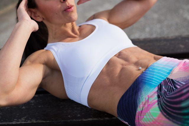3 proste ćwicznia na brzuch jak wyrzeźbić brzuch