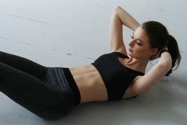 jak wyrzeźbić mięśnie brzucha?